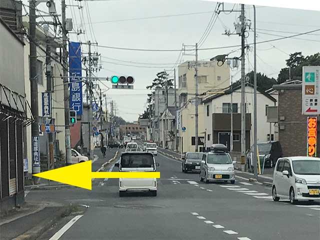 ②広島銀行手前の交差点、東西橋信号を左折