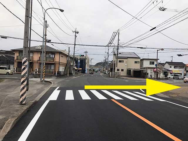 ②向島交番前信号を過ぎ次の信号、川尻信号を右折